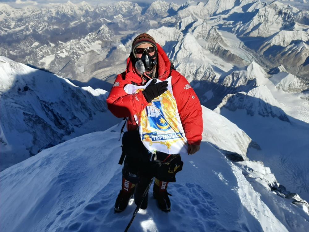 герб Тернополя побував на горі Еверест