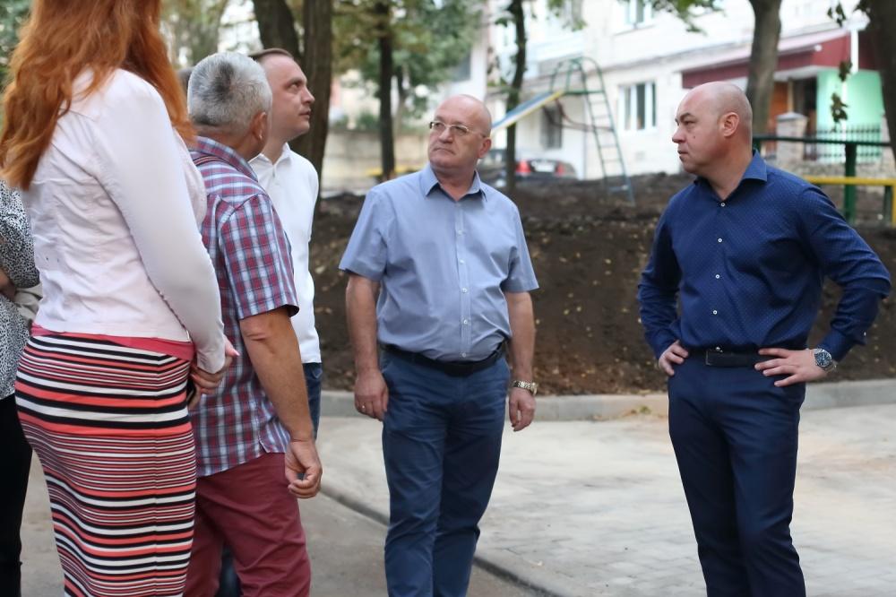 Сергій Надал особисто перевірив стан виконанян ремонту проїзду на проспекті Степана Бандери, 96