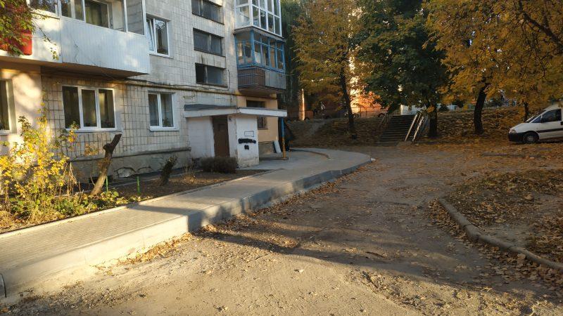 ремонт двору на вул. Тарнавського, 4