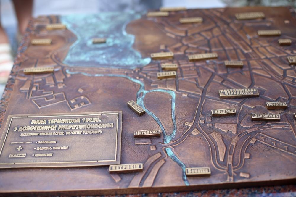 Бронзова ратуша Тернопіль