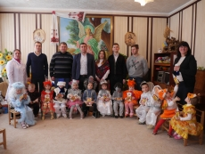 """Представники """"БПП """"Солідарність"""" завітали з гостинцями до дітей-сиріт"""
