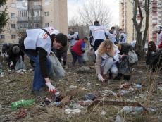 """На стадіоні """"Текстерно"""" під час весняної толоки зібрали більше 100 мішків сміття"""