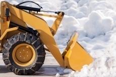 Працівники комунальних служб протягом ночі очищали місто від снігу