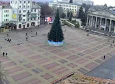 На Театральному майдані завершуються роботи з встановлення головної ялинки Тернополя
