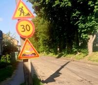 У різних мікрорайонах Тернополя проводиться поточний ремонт дорожнього покриття