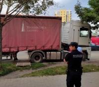 На вулиці Митрополита Шептицького демонтовано тимчасову споруду (автопричіп)