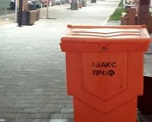15 одиниць спецтехнки очищали та посипали протиожеледними засобами вулиці Тернополя вночі 25 січня