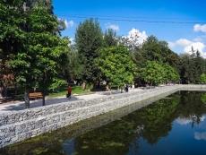 У парку ім. Т. Шевченка впорядковують пішохідну алею в межах острівця «Чайка»