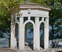 Неподалік Тернопільського замку розпочалася реконструкція альтанки