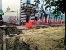 На вулиці Чорновола облаштовують водопровід та теплотрасу