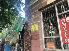 У центрі Тернополя демонтовано три рекламні вивіски