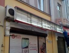У Тернополі триває демонтаж рекламних вивісок