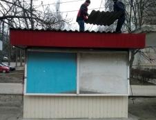На вул. Лесі України частково демонтовано тимчасову споруду-кіоск