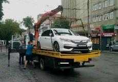 У Тернополі на арештмайданчик евакуйовано більше півсотні автомобілів