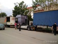 З проїжджої частини вул. Митрополита Шептицького евакуйовано великогабаритні транспортні засоби