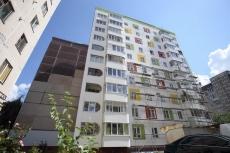 На вулиці Вишнівецького, 5 у Тернополі утеплюють будинок