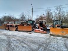 Спеціалізована техніка впродовж ночі очищала вулиці Тернополя від снігу