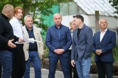 Сергій Надал оглянув стан виконання ремонтних робіт двору на бульварі Просвіти, 13