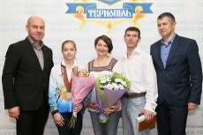 Очільник Тернополя привітав багаторазову чемпіонку України зі спортивної гімнастики Анастасію Бачинську з черговим досягненням