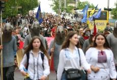 Урочистою ходою у вишиванках в Тернополі відзначили День Героїв України