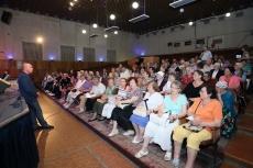 Очільник Тернополя зустрівся з людьми похилого віку під час акції «Єднання поколінь»