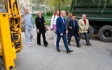 Сергій Надал оглянув стан виконання ремонтних робіт двору на вул. Леся Курбаса, 4