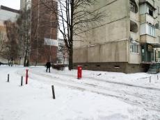 На вул. Київській демонтовано незаконно влаштований обмежувач руху