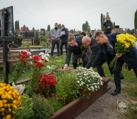 У День захисників і захисниць України в Тернополі на Микулинецькому кладовищі вшанували пам'ять полеглих Героїв