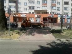 На вул. Є. Коновальця облаштували новий пішохідний перехід