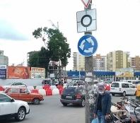 На перетині вулиць Митрополита Шептицького – Оболоня – Білогірська влаштовують постійний круговий рух транспорту