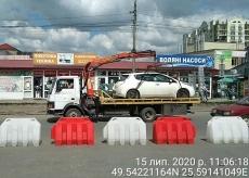 Муніципальні інспектори посилено контролюють дотримання правил паркування на перехресті вулиць Оболоня- Митрополита Шептицького