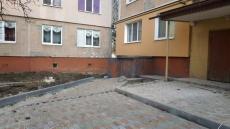 У дворі за адресою вул. Протасевича, 4 триває капітальний ремонт тротуару