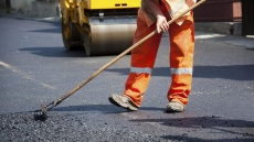 У Тернополі триває поточний ремонт дорожнього покриття
