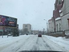Спецтехніка впродовж ночі та усього дня розчищала дороги міста від снігу
