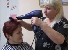 У Тернополі працює соціальна перукарня для пенсіонерів та людей з інвалідністю