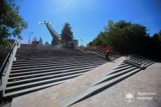 Завершується облаштування сходів та пандусу на вході у парк Національного відродження